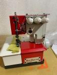 Máquina de Costura Tipo Galoneira Sun Special Vermelha - SS 26003 -3 Agulhas c/ Motor Acoplado 250W