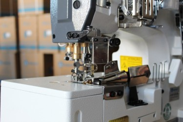 Galoneira Plana Aberta  Direct Drive com saída USB de 5V,com Trançador,3 Agulhas,5 Fios SA-MW1-364/DD- SANSEI