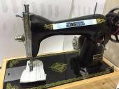 Máquina de costura Semi-industrial pretinha Voltagem:110